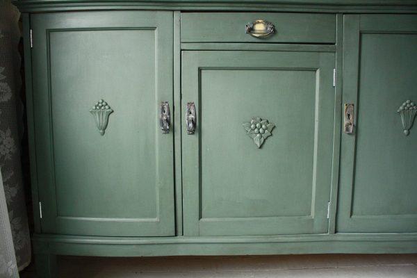 Närbild av detaljerna på dörrarna