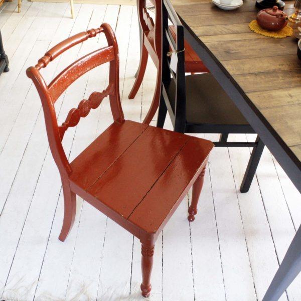 Röd stol